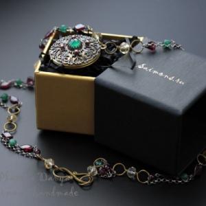 "Кулон с секретом ""Garnet ornament"""