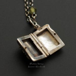 """Открывающийся серебряный медальон """"2 happiness"""""""