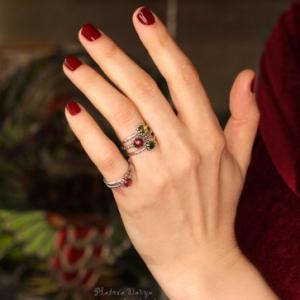 "Кольцо из серебра c хризолитом ""Peridot dot"""