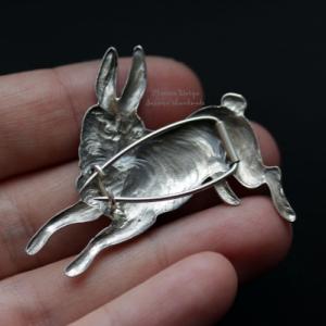"Брошь ""The hare"""