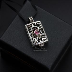 "Открывающийся серебряный кулон ""Pink point"""
